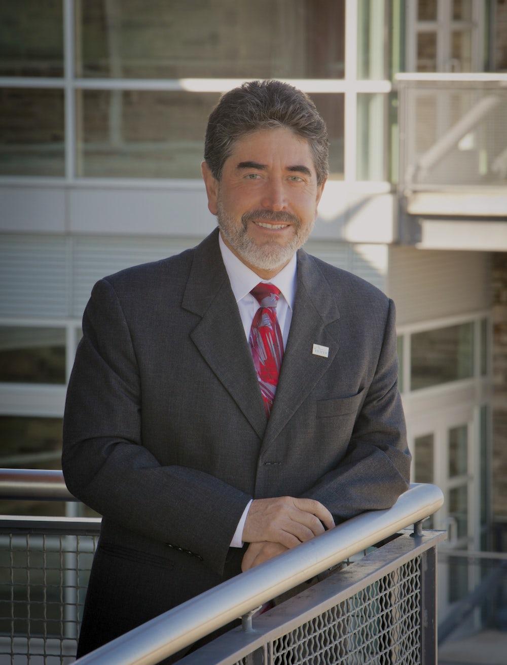 Oscar Castañeda headshot