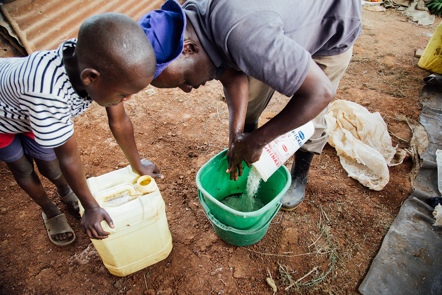 Pour the mixture in a bucket, add water and mix. Add maize bran and more molasses or sugar. Cover the bucket and wait three days.