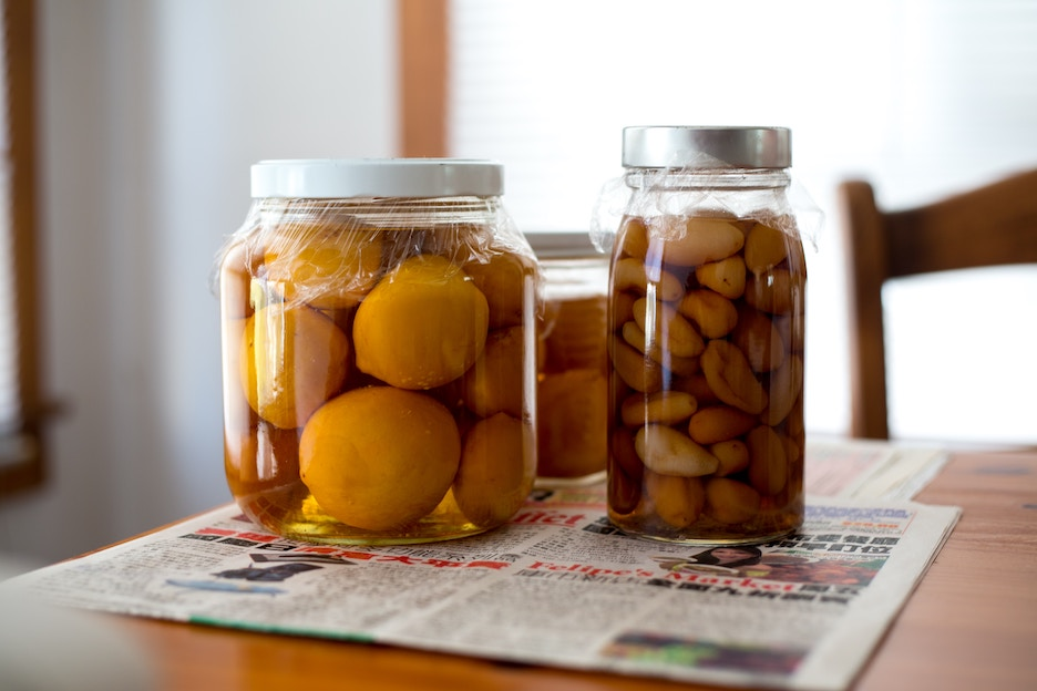Lemons and garlic ferment in jars. Photo by Lason Leung/Unsplash