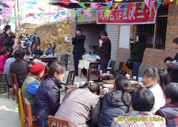 Lin Fengcheng organizing activities for Women's Day.