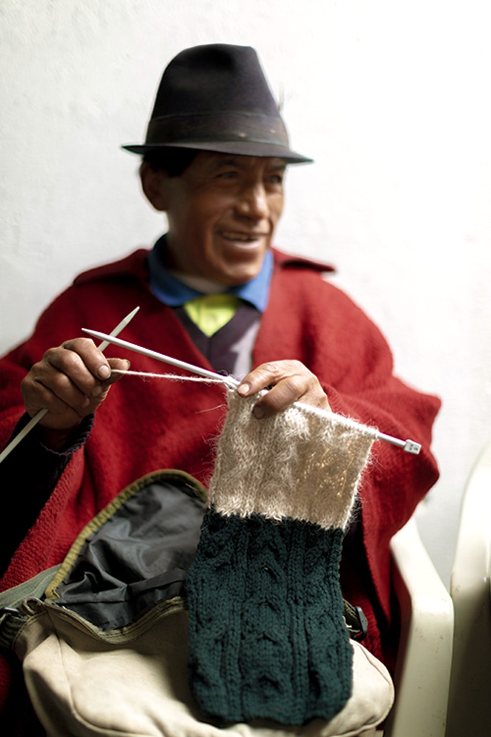 José Pedro Pallo Cuzco (65) learned how to knit at workshops organized by Heifer.